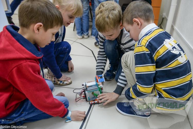 В Волжском открылся первый в регионе клуб «Роботрек»