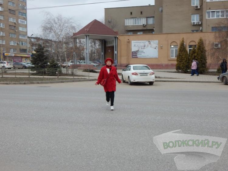 В Волжском пешеходы нарушают ПДД чаще, чем водители