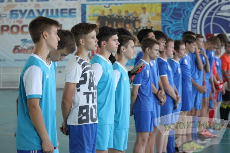 В Волжском проходят матчи турнира по дворовому футболу