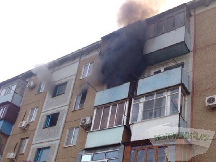 В Волжском сгорела квартира: есть пострадавший