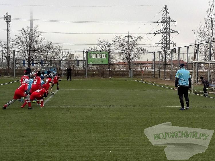 В Волжском стартовал футбольный турнир