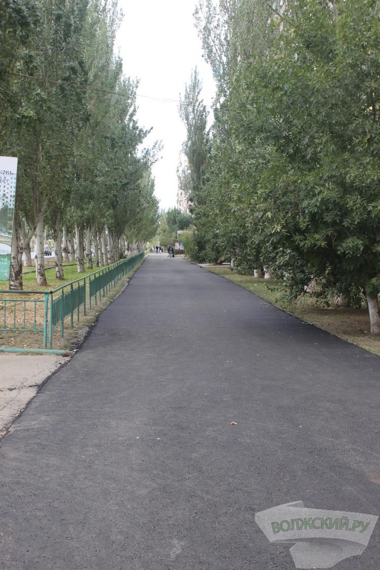 В Волжском восстановили пешеходную дорожку в 7 микрорайоне