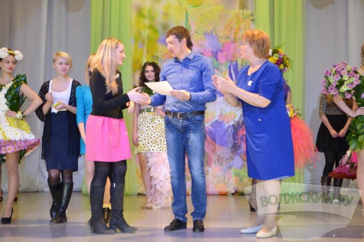 В Волжском впервые прошел осенний «Бал хризантем»