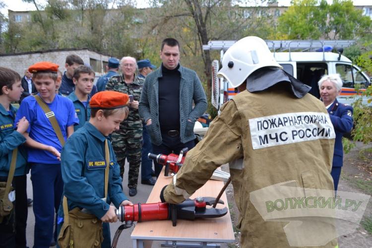 В Волжском выбрали лучшую дружину юных пожарных