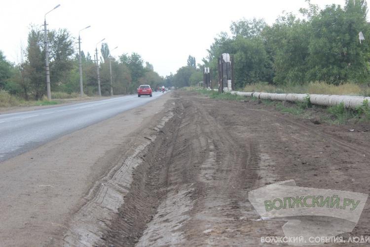 Вдоль новой дороги на Зеленом нарезают кюветы