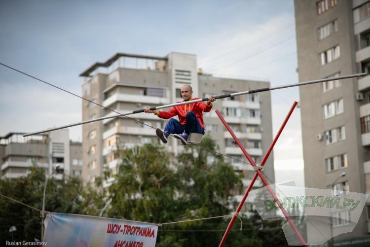 Волжанам подарили шоу лучших канатоходцев России