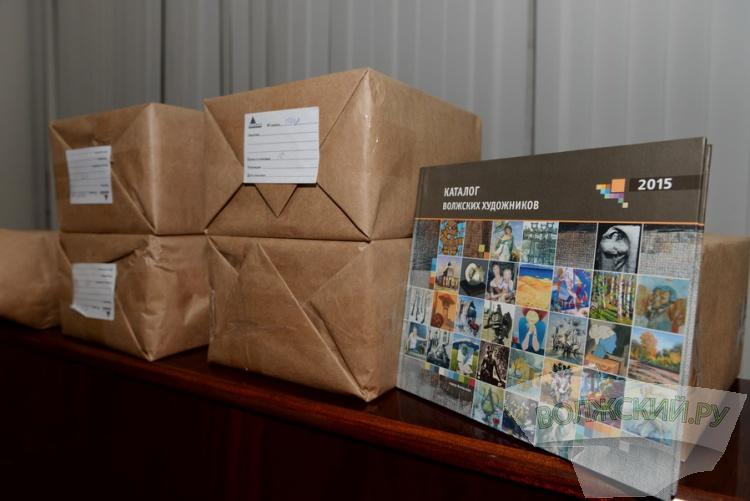 Волжанам представили новый каталог местных художников