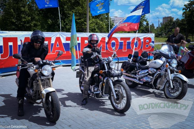 Волжане стали победителями чемпионата по мотокроссу