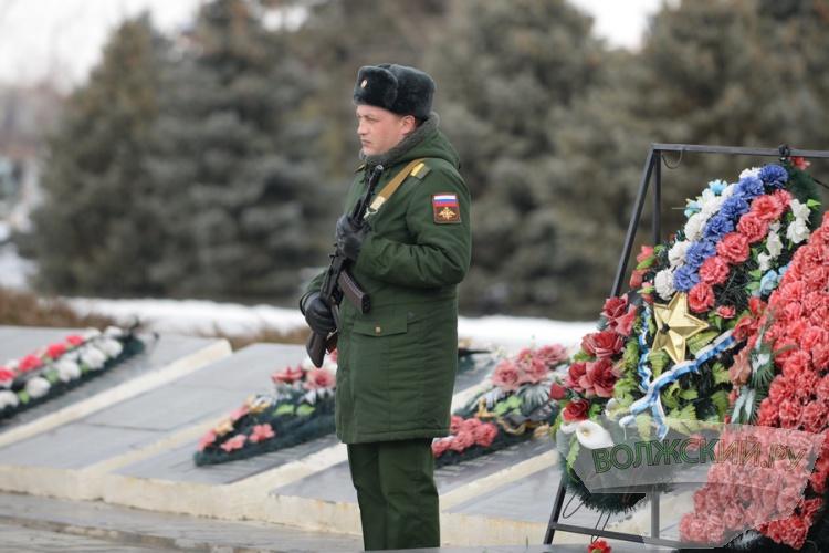 Волжане возложили венки в честь 73-й годовщины победы под Сталинградом