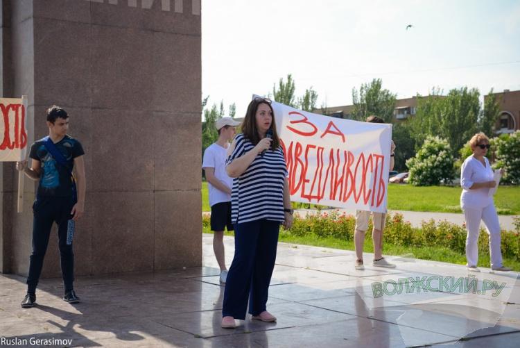 Волжане выступили против увольнения директора 2-й школы