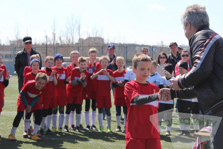 Волжские футболисты стали победителями городского турнира