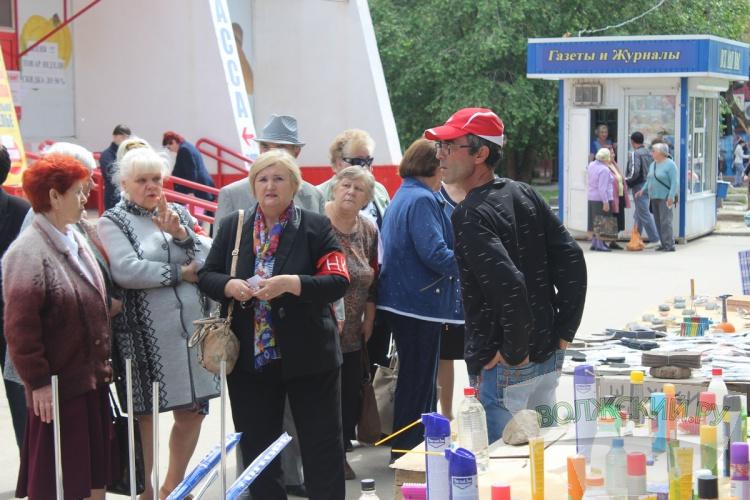 Волжские пенсионеры продолжают борьбу с уличными торговцами