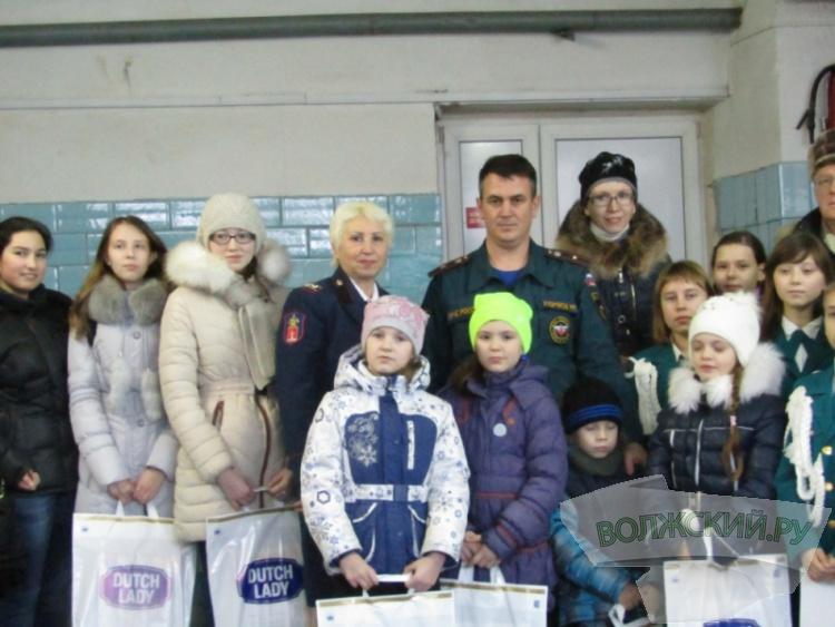 Волжские спасатели наградили школьников