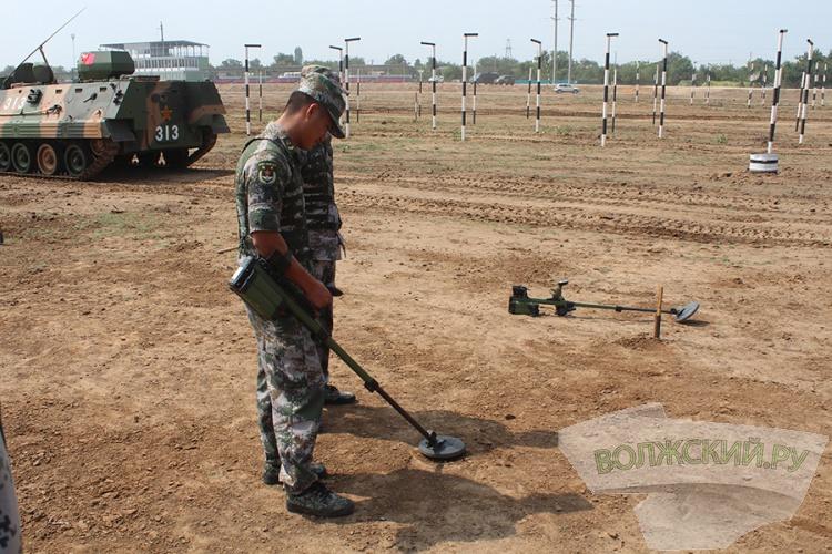 Волжские военные учили зарубежных коллег наводить мосты