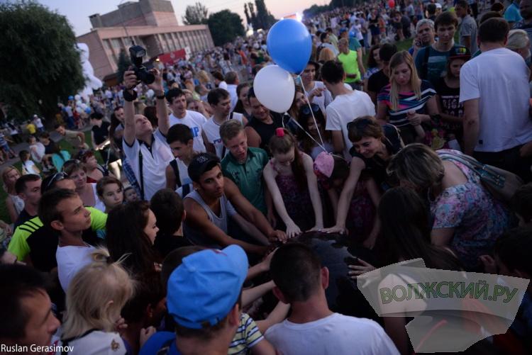 Волжский отпраздновал День молодежи. Большой фотоотчет