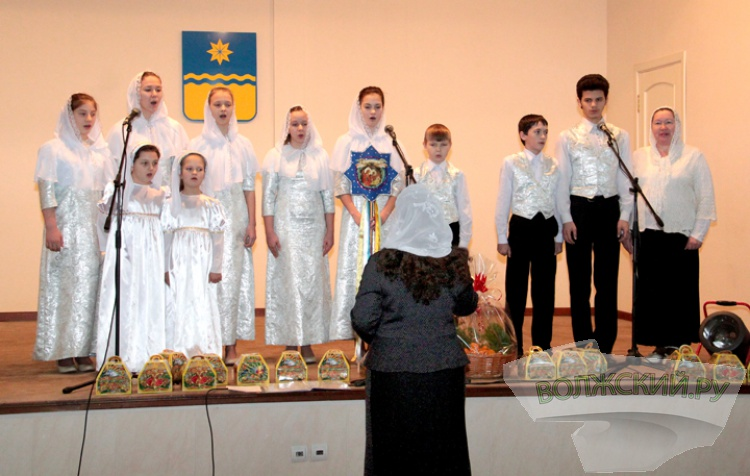 Волжское православное духовенство посетило мэрию с новогодними поздравлениями