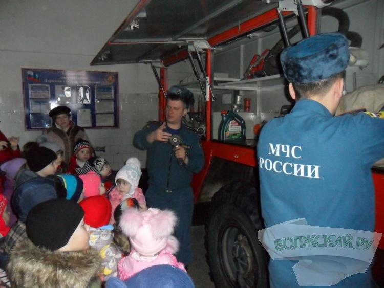 Волжскую пожарную часть посетили дети из Колхозной Ахтубы