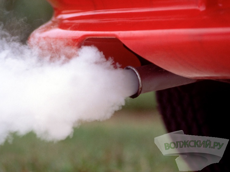 ВВолгограде женщина идвое детей безумно отравились выхлопными газами