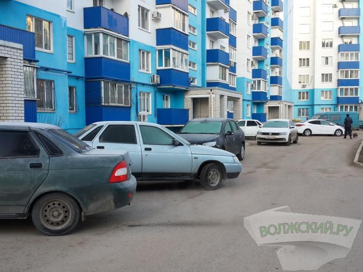 ГИБДД просит волжан не заставлять дворы машинами