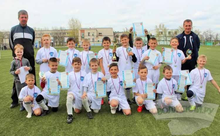 Юные волжане побеждают на соревнованиях по футболу