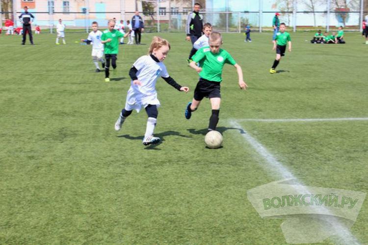 Юные волжане побеждают насоревнованиях по футболу