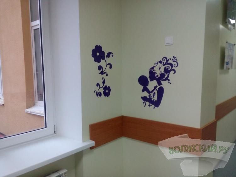 Юные волжане украсили стены детской больницы своими работами
