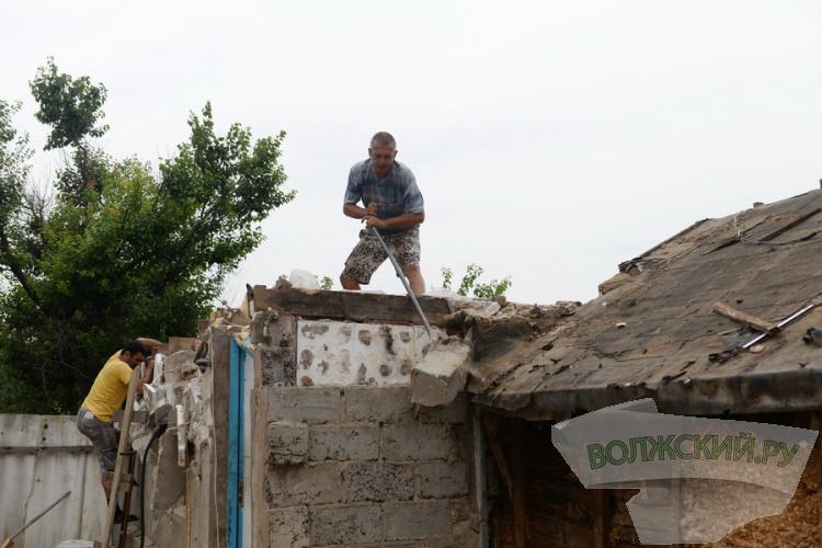 Жильцам Деревянного не дают самостоятельно сносить дома