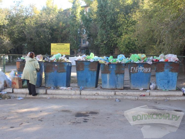 Жителей поселка Рабочий «учат» выбрасывать мусор