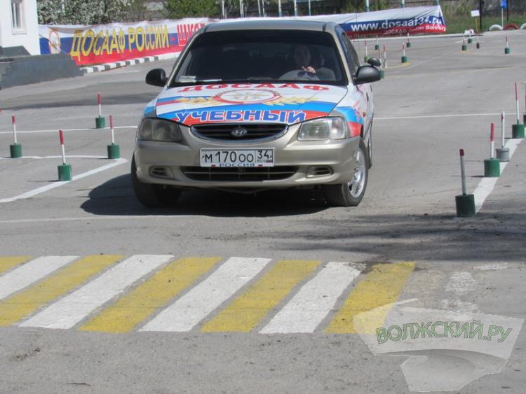 В волжской автошколе ДОСААФ прошел областной конкурс «Вежливый водитель-2017»