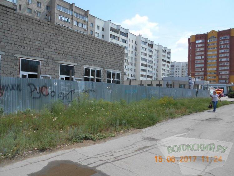 Годами простаивающие стройки портят облик города