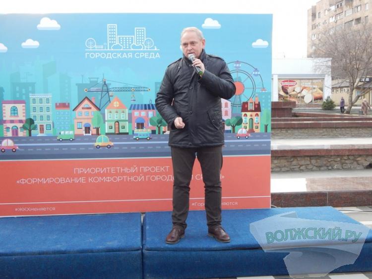 В Волжском открыли новую площадь в 18 микрорайоне