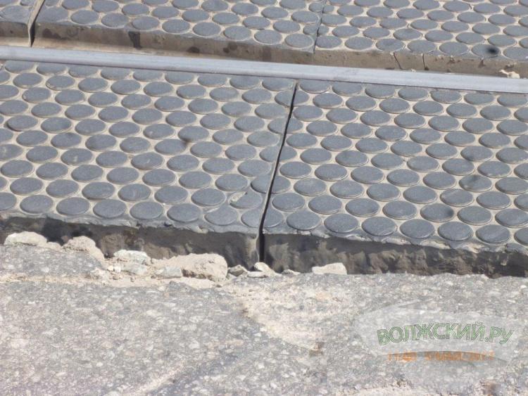 На мостовой комплексе Волжской ГЭС ремонтируют ж/д переезд