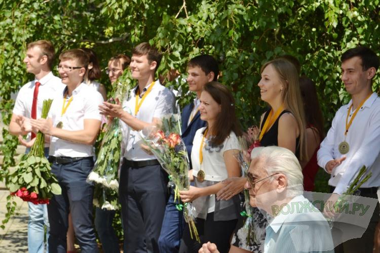 На Волжской ГЭС встретились два поколения энергетиков