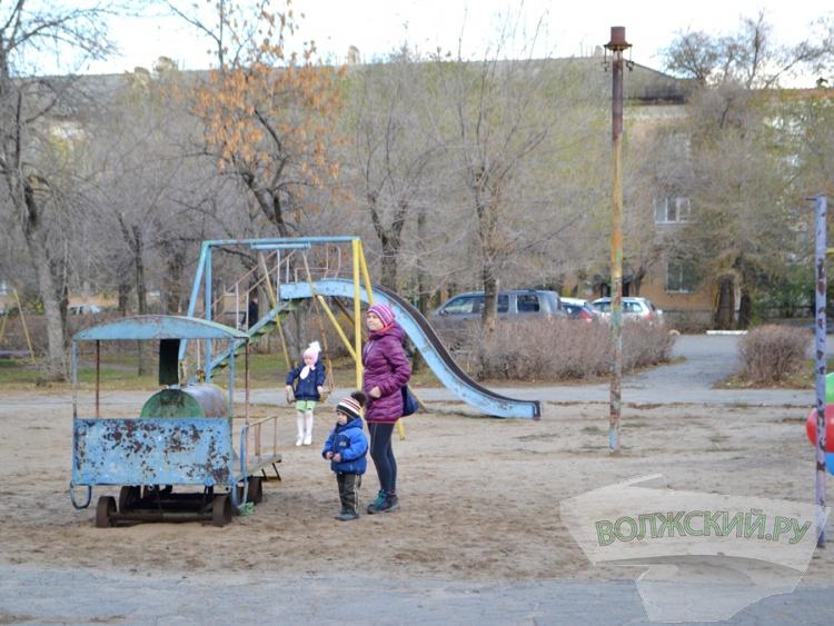 В Волжском решаются судьбы детских площадок
