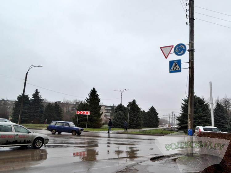 С трех колец Волжского исчезли знаки «Круговое движение». Но зачем?