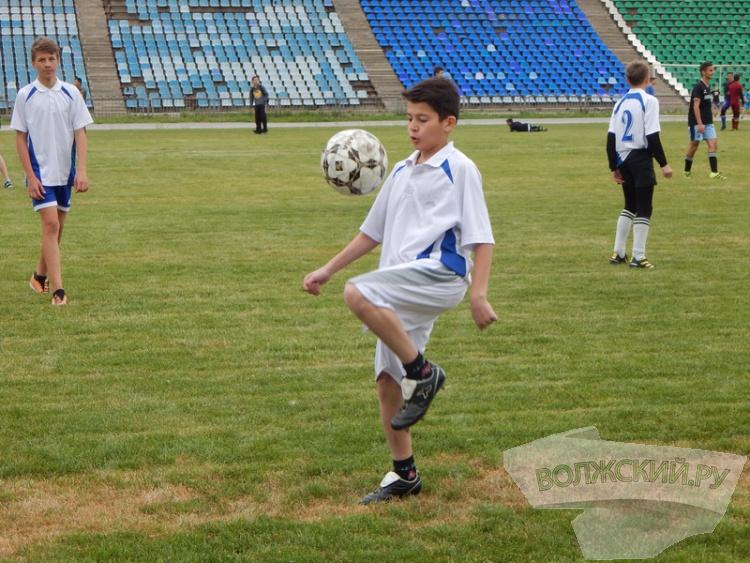 Суперкубок по футболу в Волжском собрал около 1000 юных спортсменов