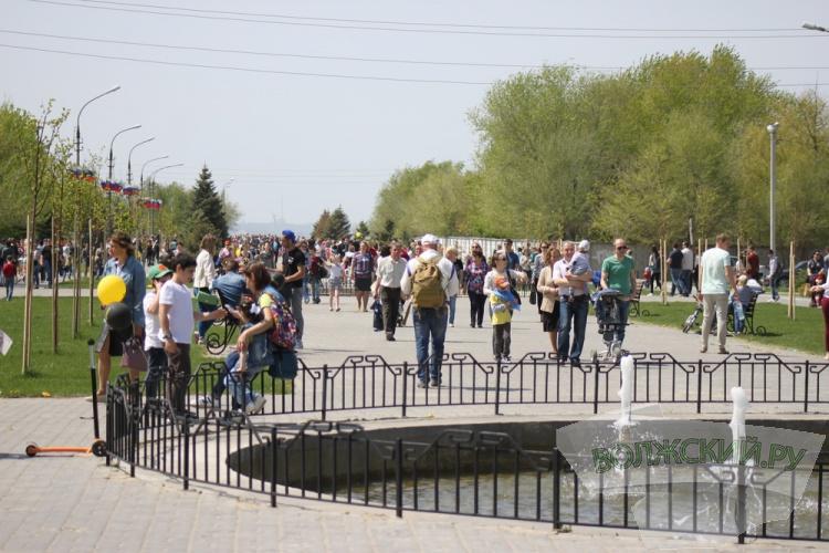 Свыше 20 тысяч волжан вышли на первомайское шествие