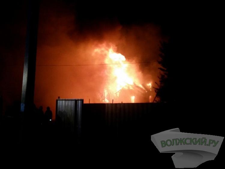 В частном доме в поселке Рабочий сгорел неизвестный