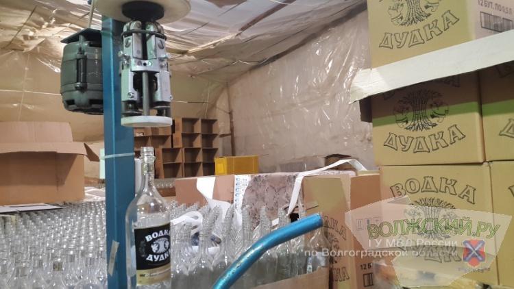 В регионе из подпольного цеха изъяли 400 тысяч бутылок  «левой» водки