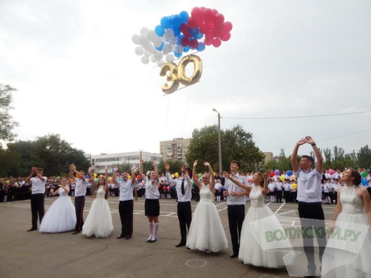 В школах Волжского прозвенел Первый звонок