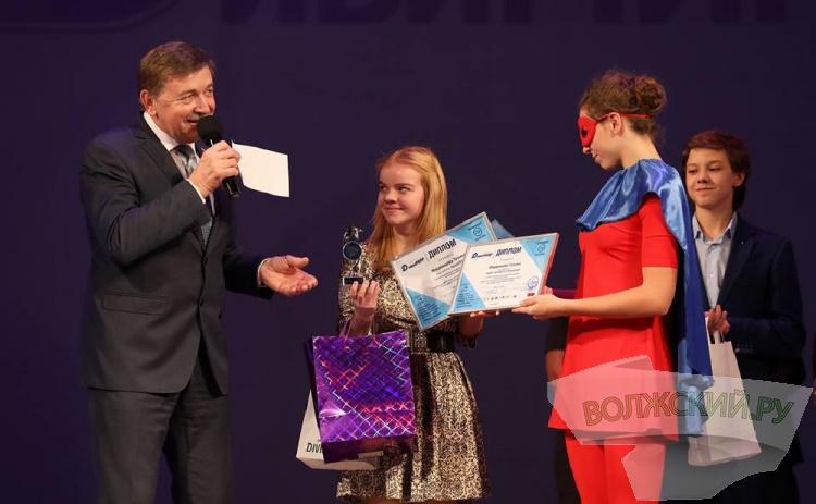 В Волгограде талантливых детей-победителей региона наградили почетным знаком «Народная премия «ДивиМИР»