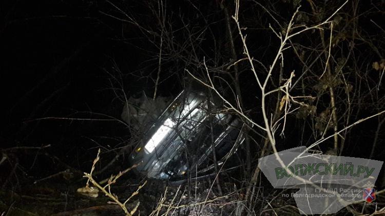 В Волгограде в столкновении с автовозом погиб водитель легковушки