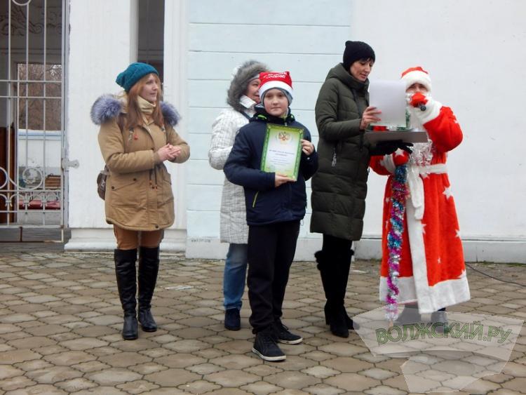 В Волжском 70 «Дедов Морозов» пробежали новогодний кросс