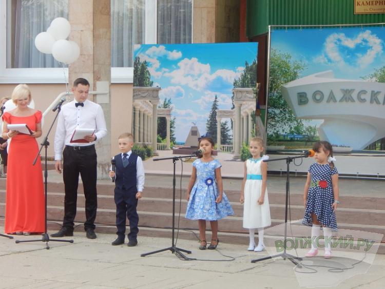 В Волжском чествовали новых обладателей городских наград