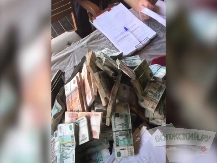В Волжском директор частной фирмы задержан за коммерческий подкуп