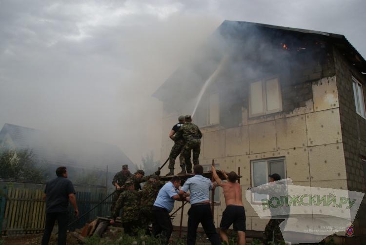В Волжском из-за крупных пожаров введен режим ЧС. Новость дополняется