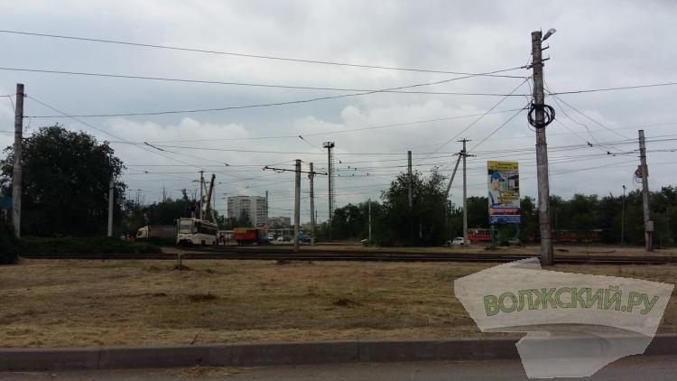 В Волжском на кольце ГПЗ трамвай сошел с рельсов