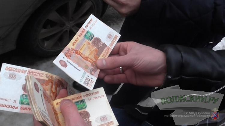 Начальница подразделения налоговой службы вВолгоградской области подозревается вполучении взятки