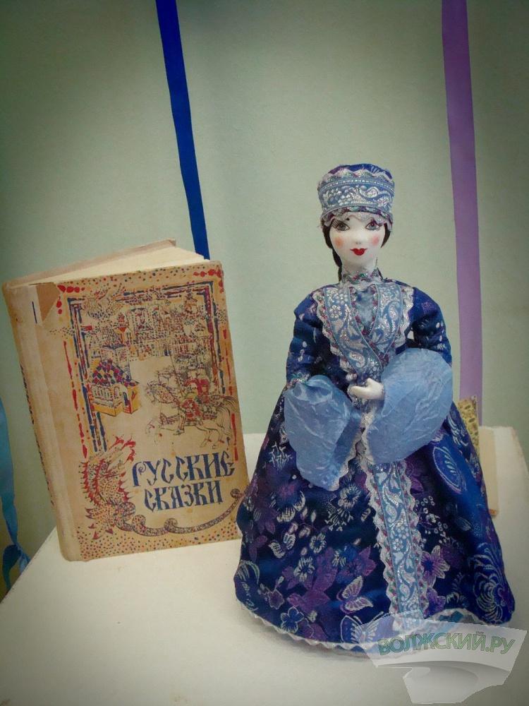В Волжском открылась выставка кукол