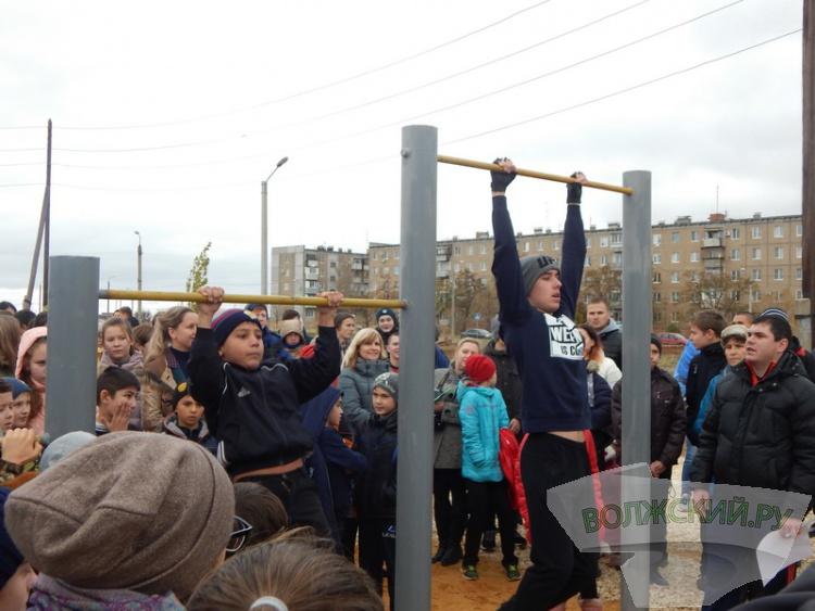 В Волжском площадку Исинбаевой помог открыть молебен